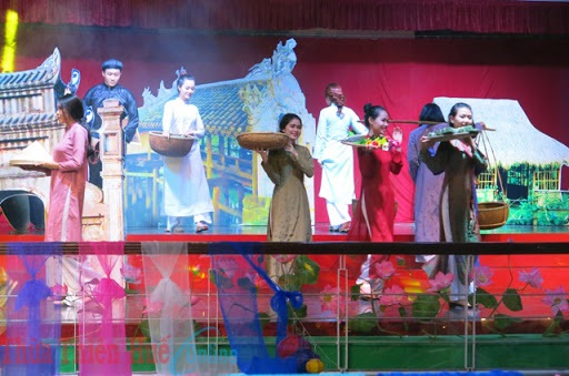 Trình diễn Áo dài show, Huế
