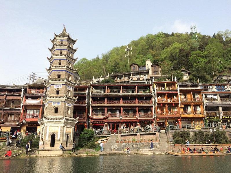 Tour Trương Gia Giới - Phù Dung Trấn - Phượng Hoàng Cổ Trấn từ Hà Nội 6N5Đ