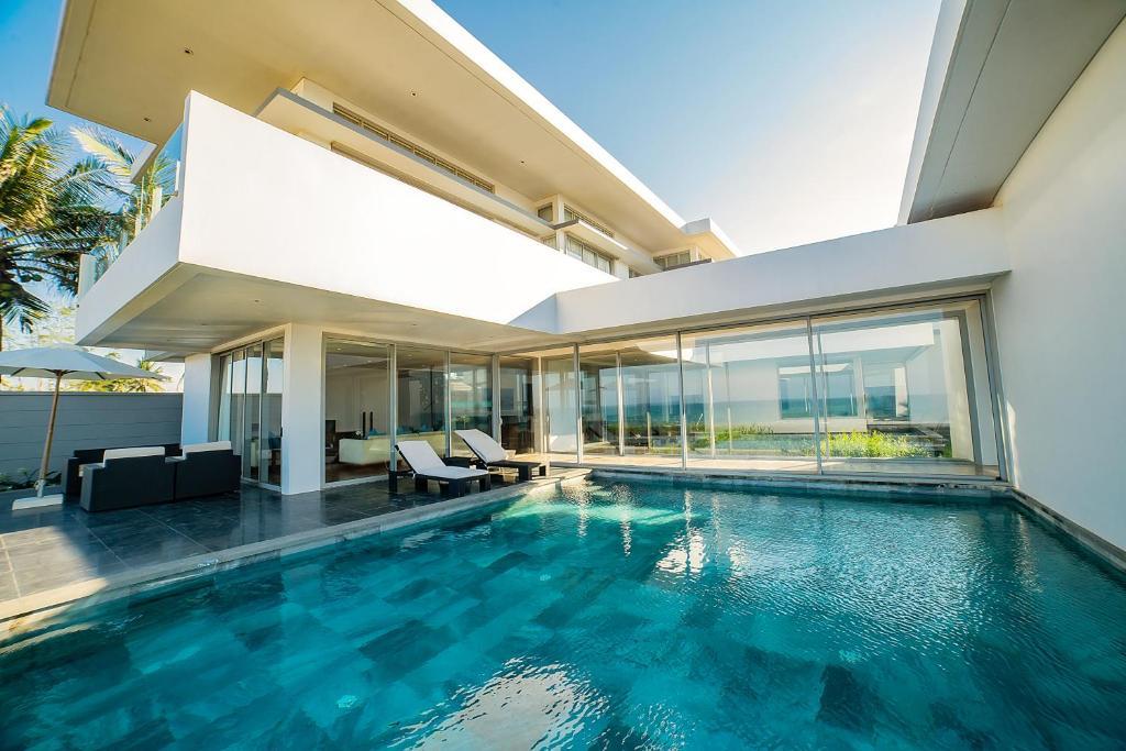 Luxurious 5 Bedroom Beachfront Pool Villa (5 bedrooms, 5 bathrooms)