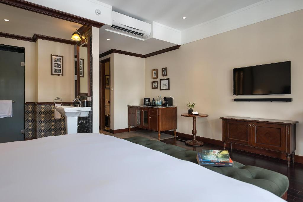 Junior Suite Balcony (Club Wing)