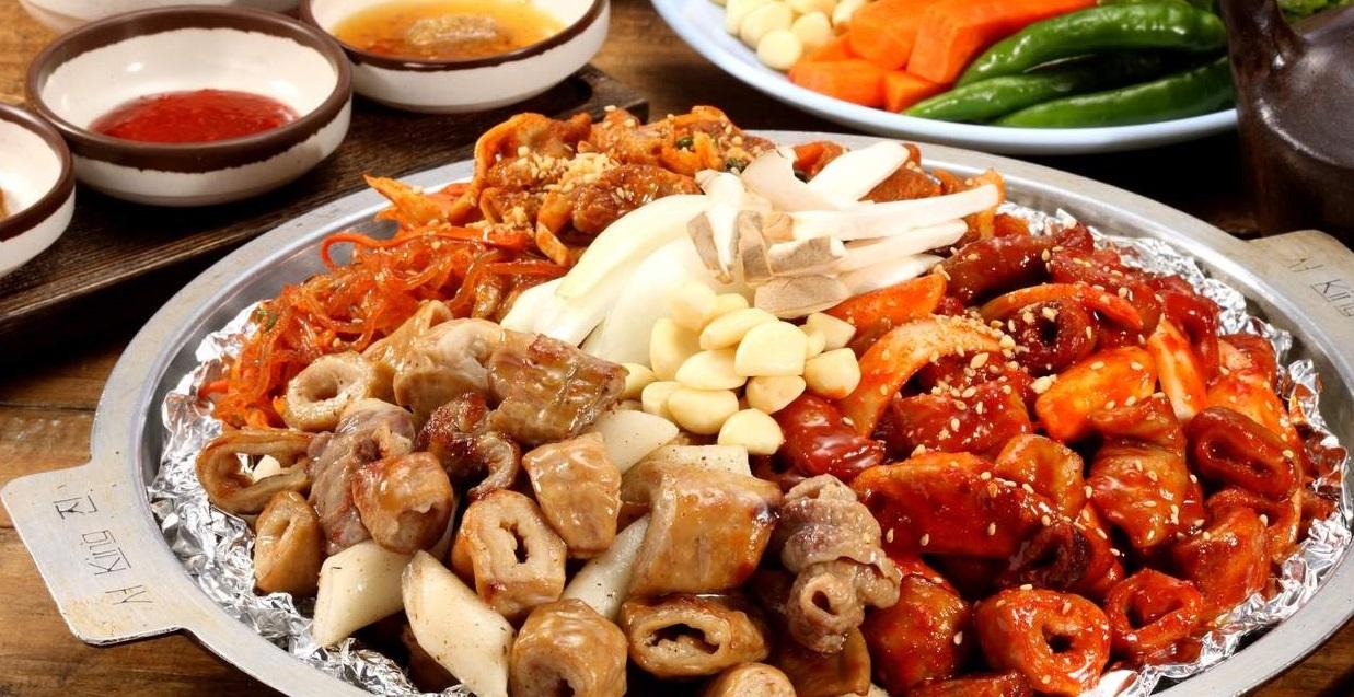 Lòng nướng tại nhà hàng Aunt's Grilled Intestines ở Seoul