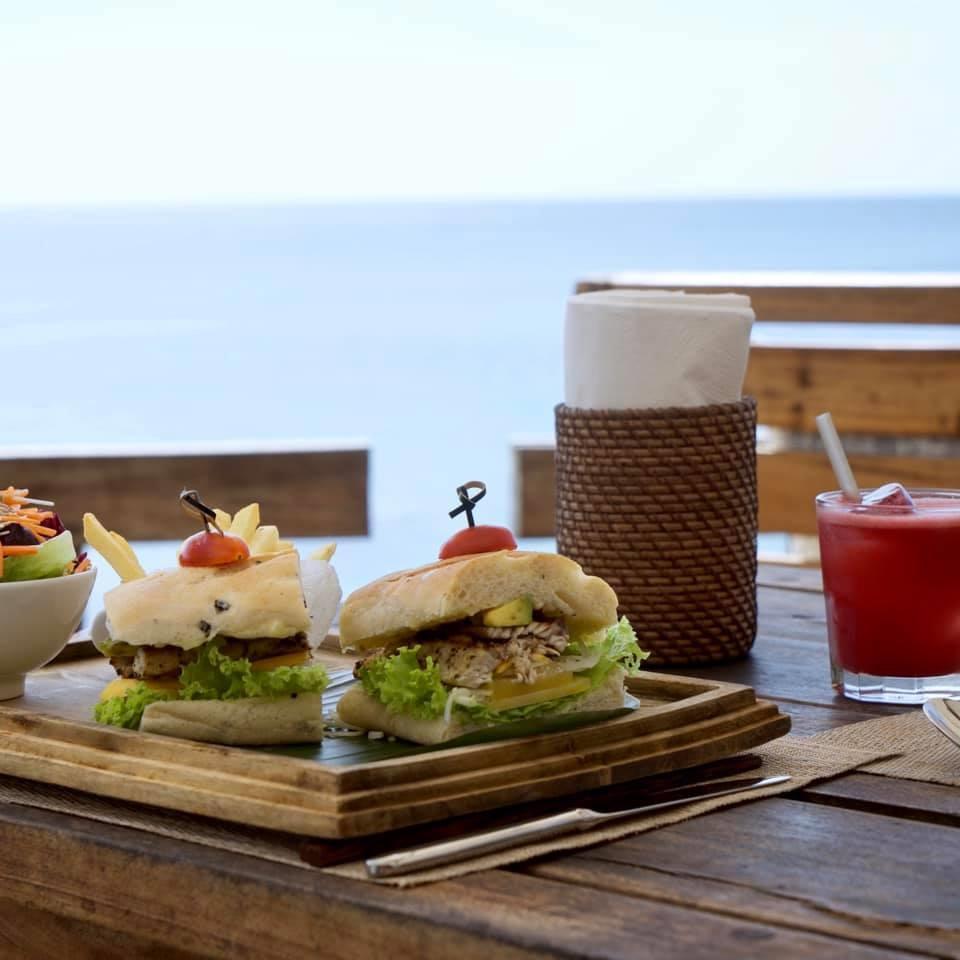 Nhà hàng On The Rocks tại Mango Bay Resort Phú Quốc